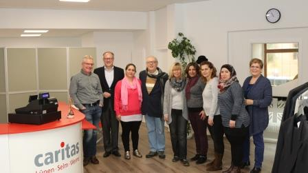 Vorstand besucht Ehrenamtliche in der caritas boutique