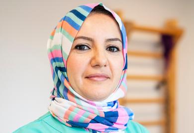 Hanan Khalifa, Pflegehilfskraft
