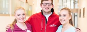 Junge Azubis bei der Caritas