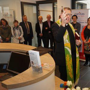 Pfarrer Dr. Roddey bei der Einsegnung