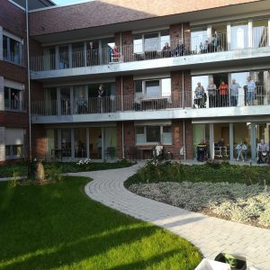 Freude auf den Balkonen des Seniorenzentrums an der Lippe